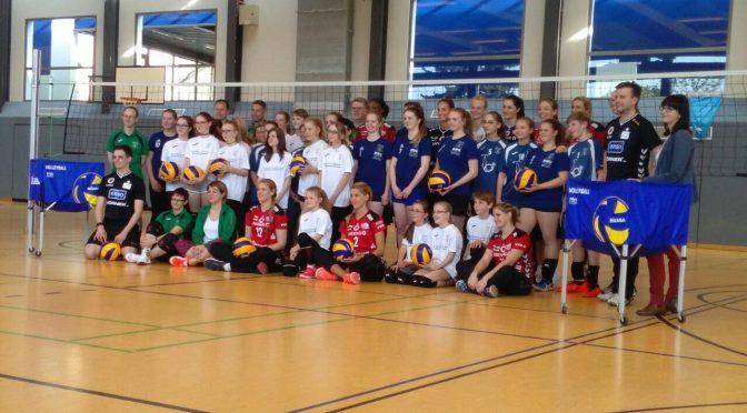 DSC Mannschaft beim Volleyball-Jugendtraining